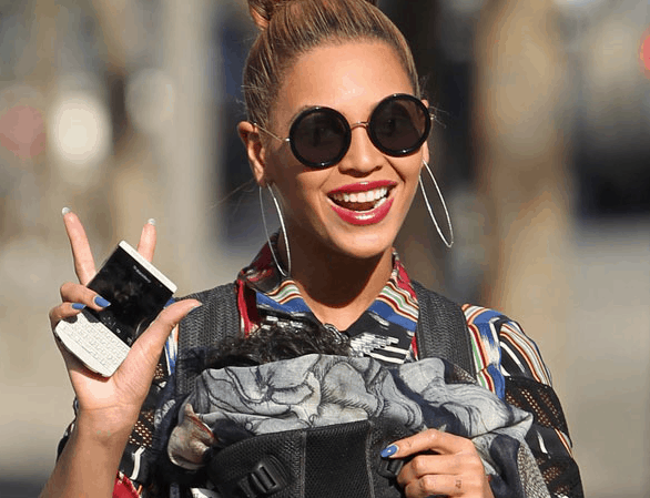 Beyonce shows off her limited edition BlackBerry Porsche, a gift from Kanye West.