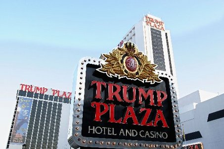 The New Jersey Division of Gaming Enforcement disclosed that the Trump Plaza and the Trump Taj Mahal have received New Jersey Internet Gaming permits.